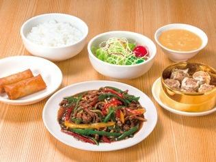 シウマイ定食(牛肉とピーマンの炒め定食) ライスおかわり自由