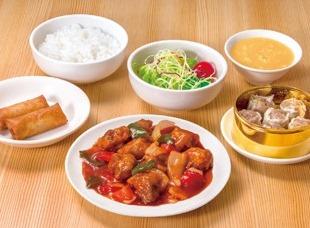 シウマイ定食(酢豚定食) ライスおかわり自由
